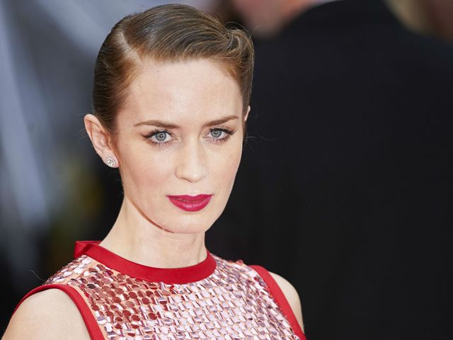 Emily Blunt in talks to play Mary Poppins featured image