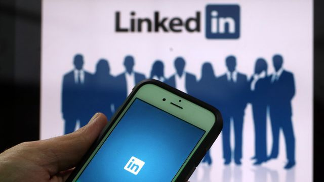 How job recruiters screen you on LinkedIn featured image