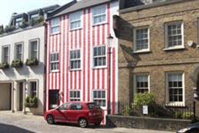 Court orders a house to be repainted as it harms passers by featured image