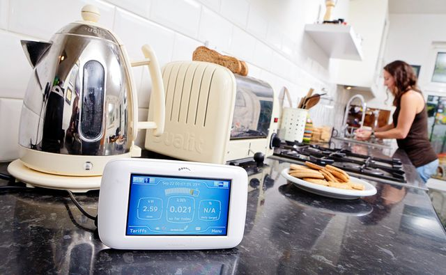 Smart meters increasing consumer energy awareness, new report finds featured image