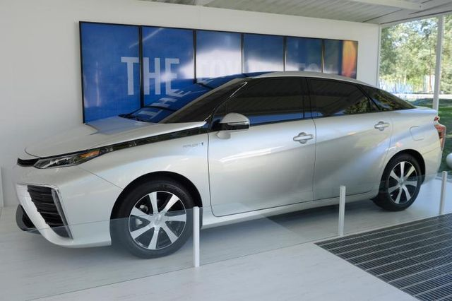Hydrogen Fuel Cell Stations To Quadruple In California By 2015 featured image