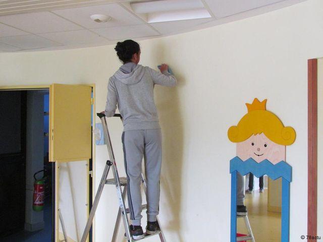 Élancourt : des jeunes nettoient les crèches de la ville featured image