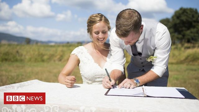 Marriage certificates to include mothers' names in England and Wales for the first time featured image