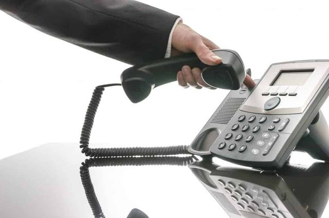 Clickbait at it's worst - a ridiculous claim about cold calling. featured image