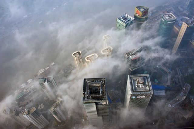 Smog Clouds Shanghai's Drive to Become Global Financial Center featured image
