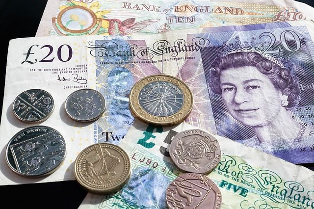 Review finds UK not yet ready to give up cash featured image